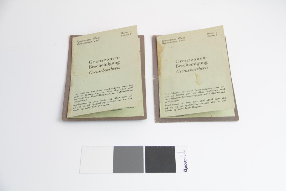 a-h) Rektangulære. a-b) Papp omslag, papir innmat brettet i fire,