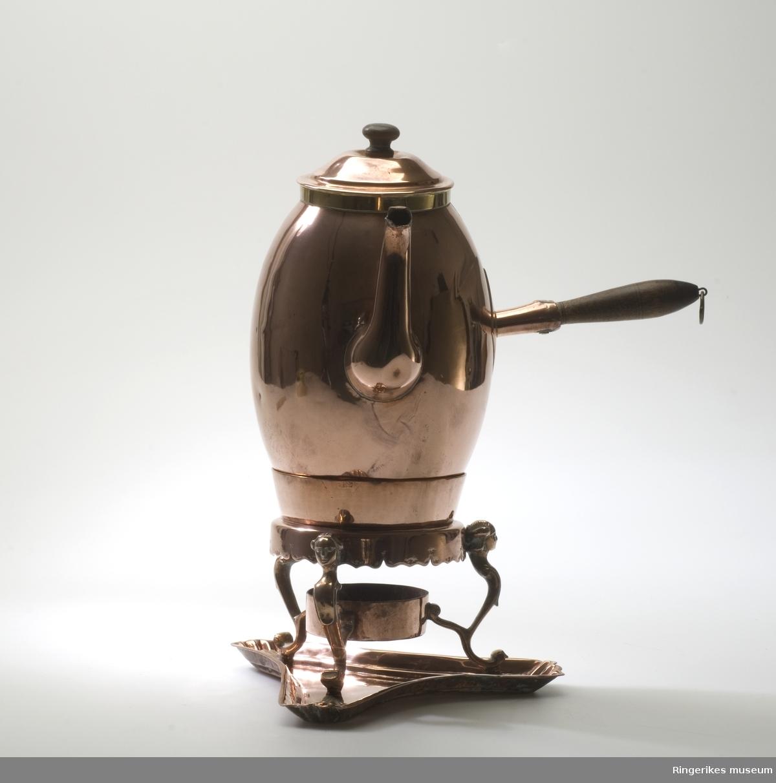 Kaffekanne i kobber med varmer og brett også i kobber