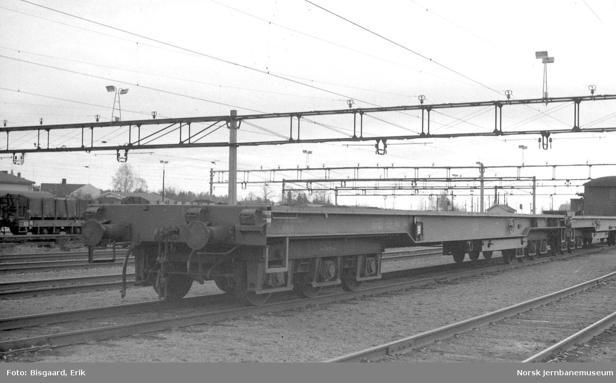 Plattformvogn tilhørende Forsvaret, litra S, på Ski stasjon