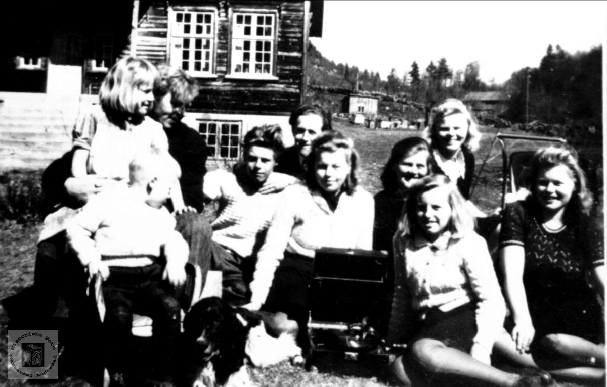 Familiegruppe. Familien Skuland, Sveinall.