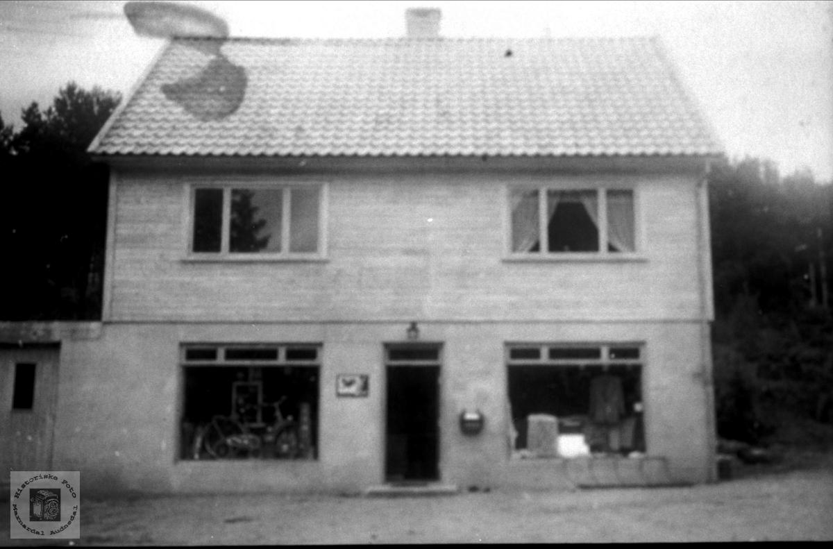 Hus. Leivoll Handelslag.