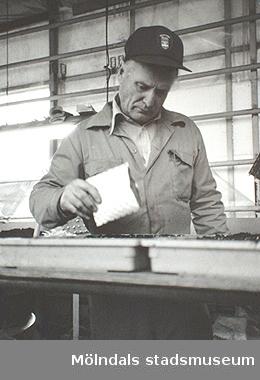 Harry Andersson i kommunens växthus vid Kärra bro, 1987.