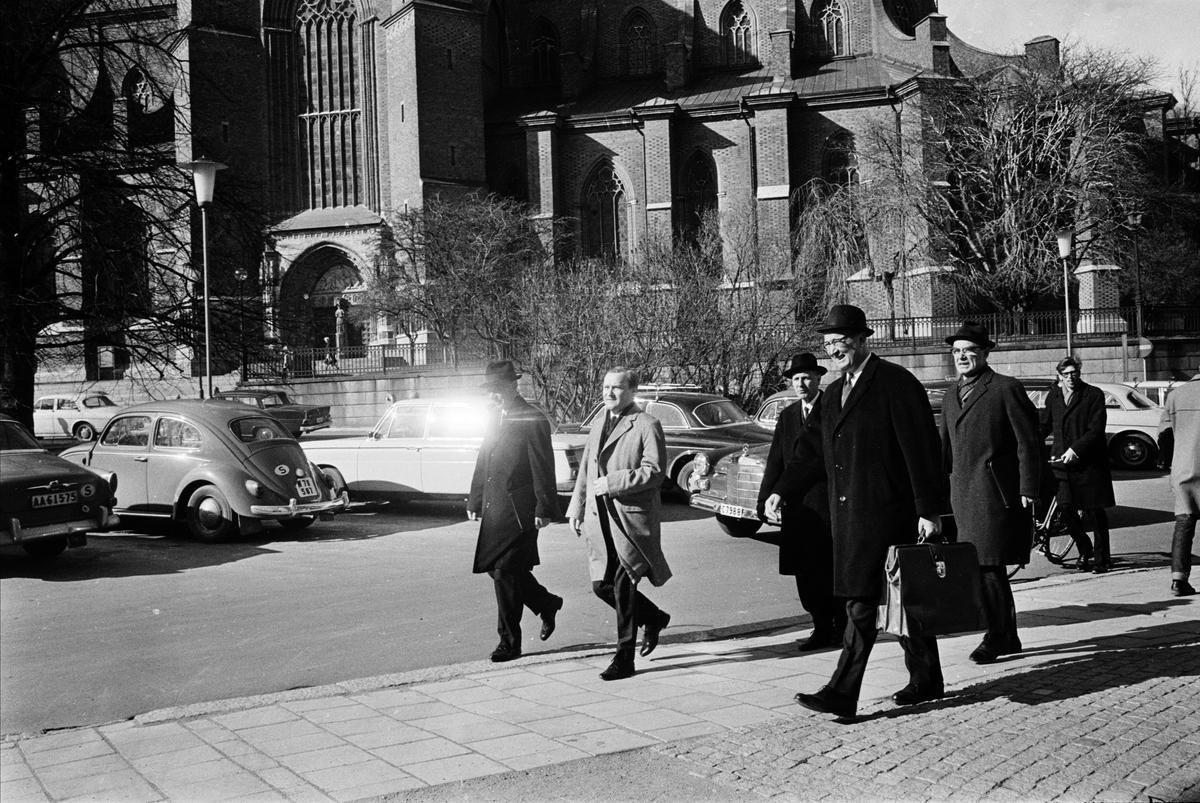 Personal från Handelsbanken, Riddartorget, Uppsala april 1967