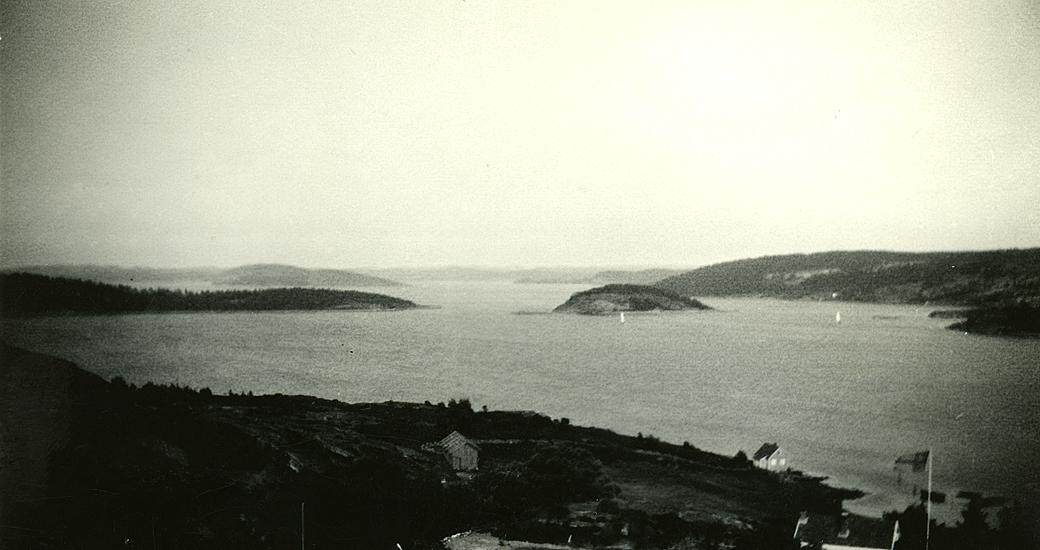 Sommaren 1941-1946. Från utsiktsplatsen i Valberget?  Foto Erik A? Havsten, Mattholmen, Vindön.