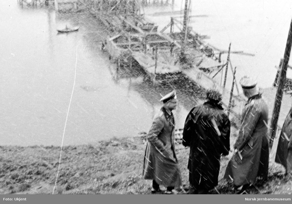 Røssåga bru : befaring i snøvær sommeren 1941
