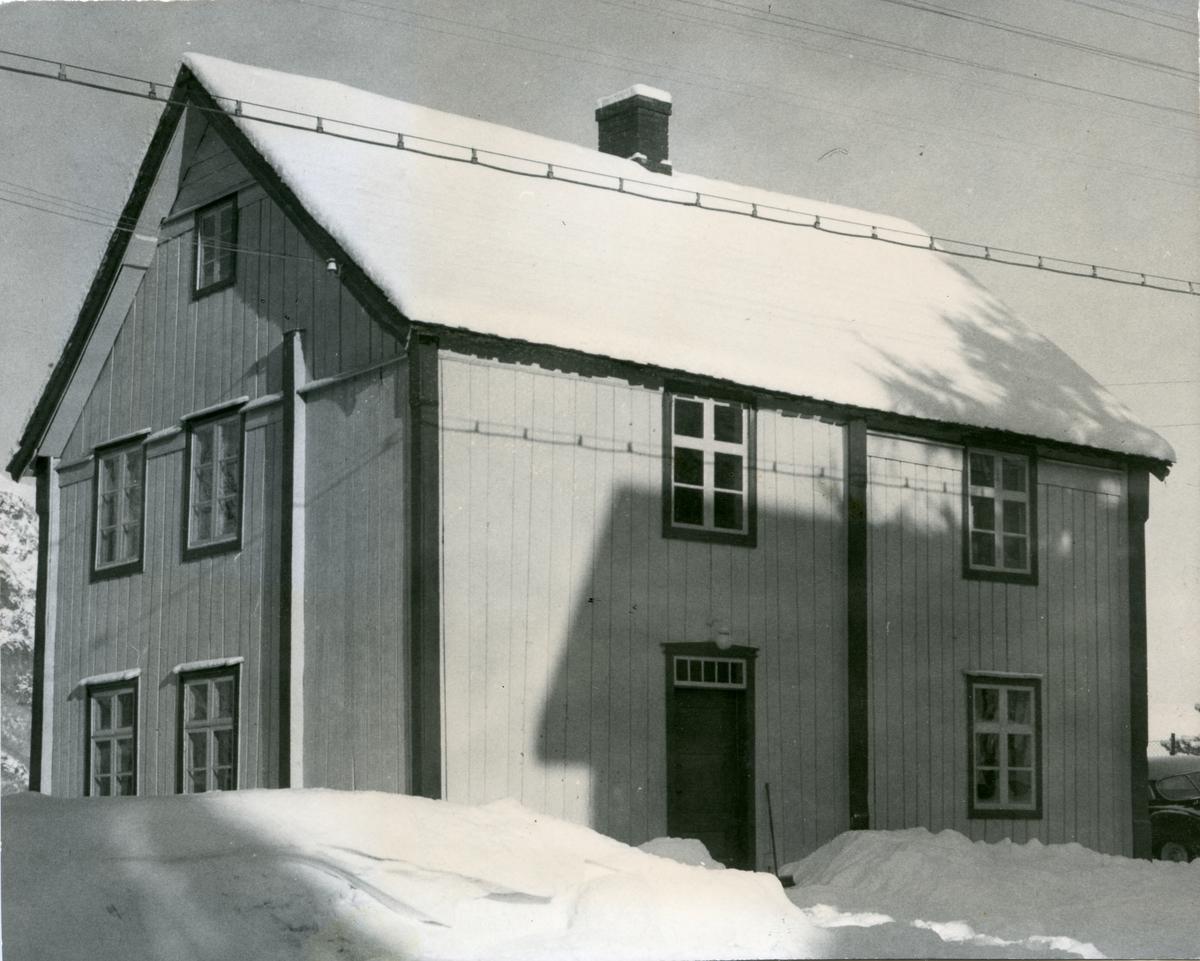 Klokkarhaugen i Vang kommune i Valdres. Dette var både skole og heradshus.