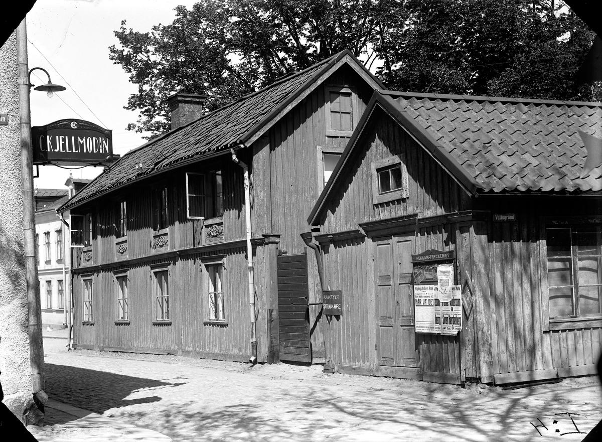 Scheringska gården riven 1959. Östra Långgatan, hörnet Sotargränd.  Fotograf: Ellert Johan Viktor Sörman.  Fotokopia finns