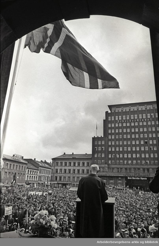 1. mai 1967, Einar Gerhardsen taler på Youngstorget.