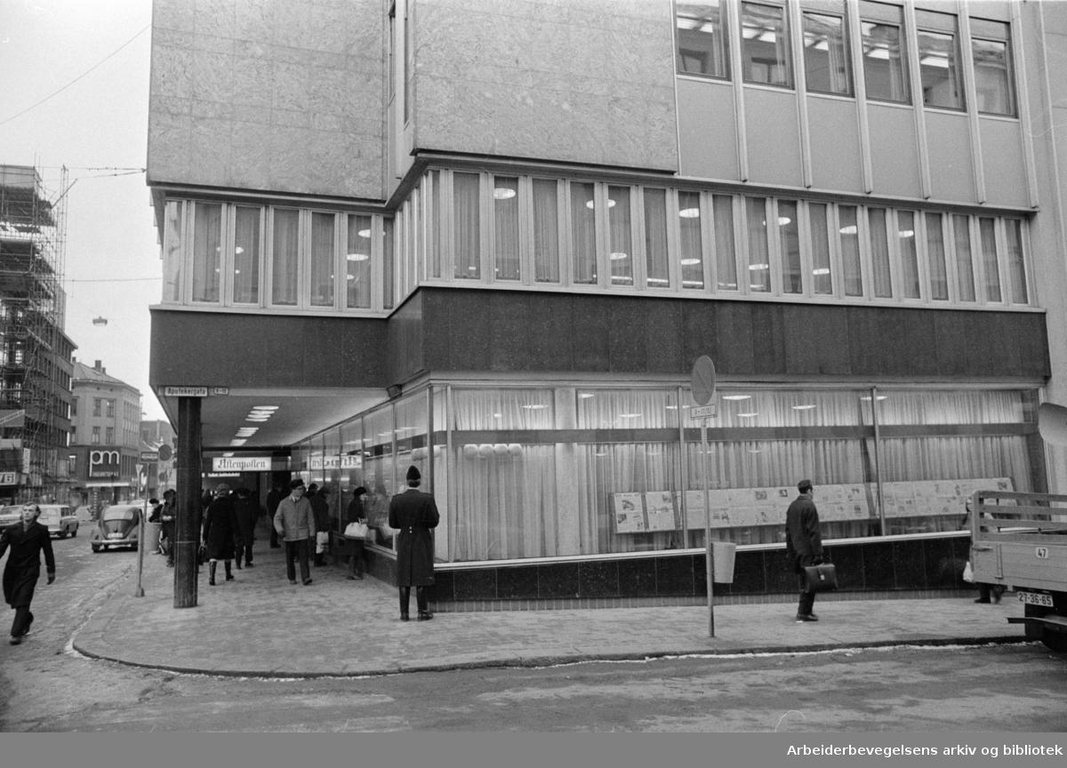 Akersgata, Aftenposten. Eksteriør. Februar 1972