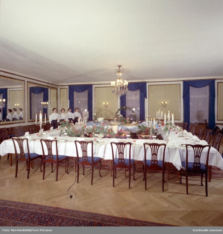 Uppdukat för bröllopsmiddag på Knaust 1964.