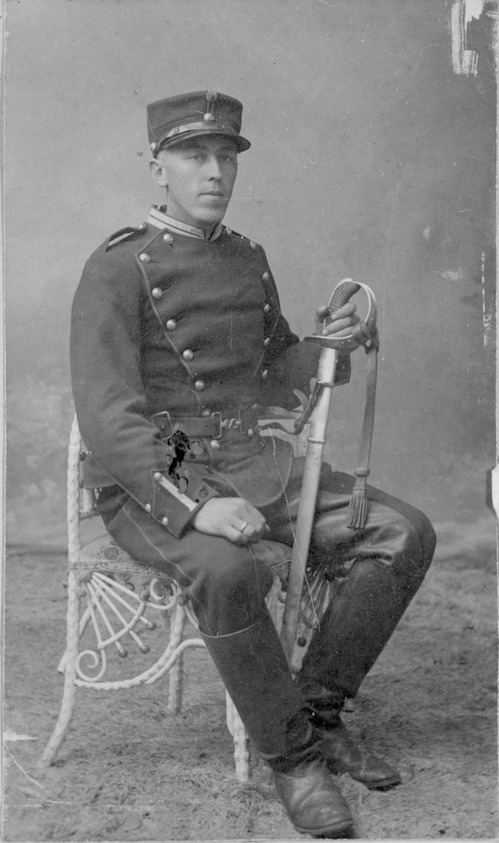 Kristian Wennevold i uniform.