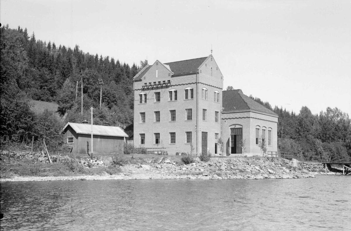 Toverud kraftstasjon  ved Toverud på vestsiden av Randsfjorden