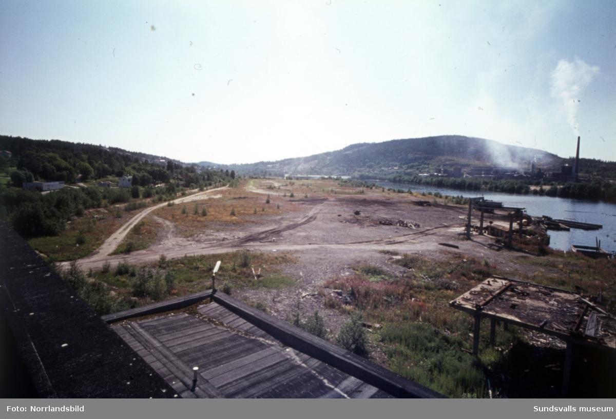 Exteriör- och interiörbilder från den nedlagda fabriken i Essvik.