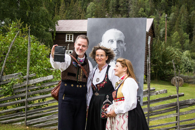 Selfie med Olaus Islandsmoen. Ole Aastad Bråten, Bjørg Dokken og Anne Marit Noraker. Foto: Ingri Valen Egeland. (Foto/Photo)