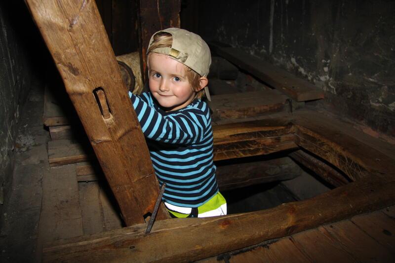 Barn i stige i minigruva (Foto/Photo)