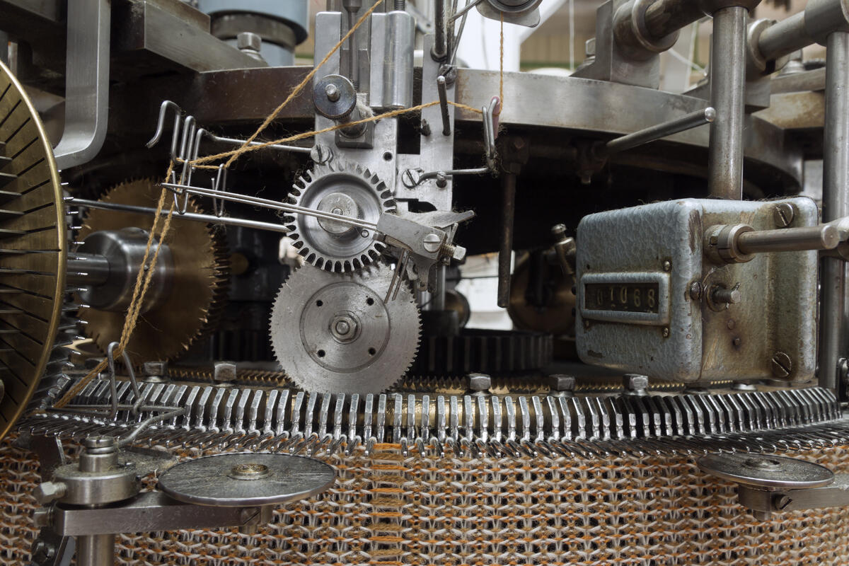 detalj på strikkemaskin (Foto/Photo)