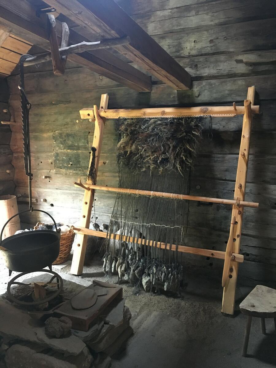 oppstadvev sett opp i gammal stove (Foto/Photo)