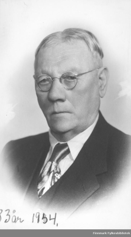 Portrett av en mann, i 83 år i 1954.