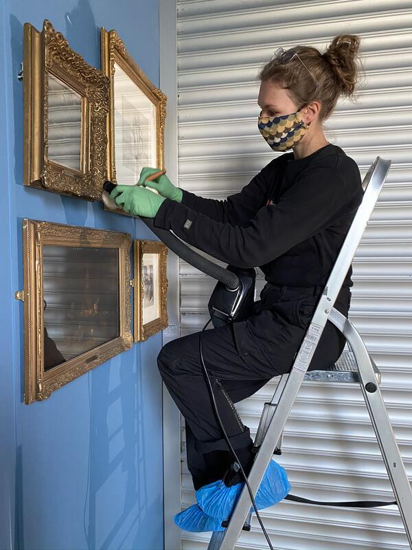 reingjering av maleri (Foto/Photo)