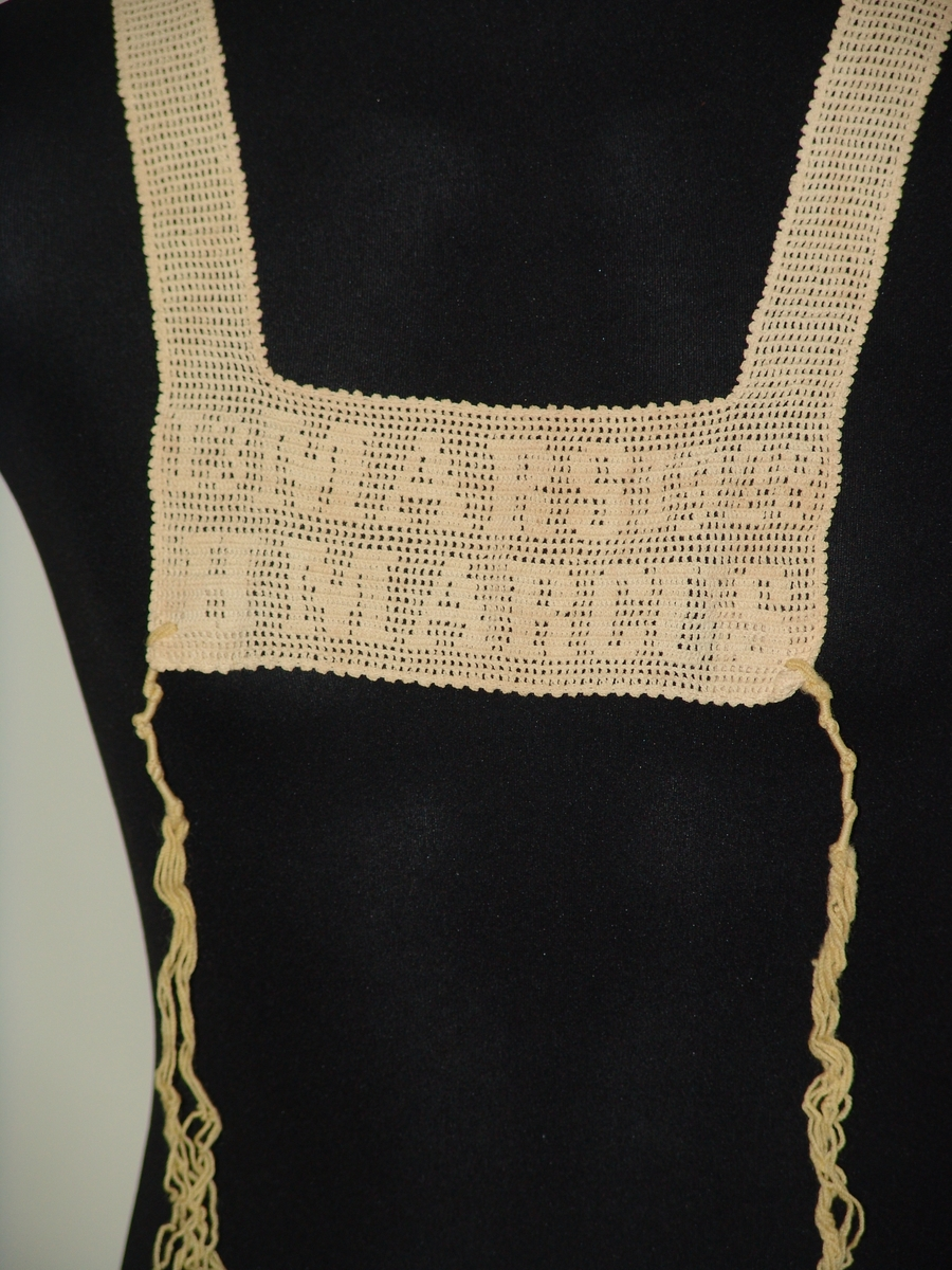 "Virkad tallit katan med mönstertext: ""13 mars 1928 H Marcus""."