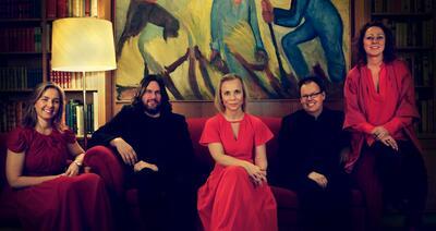 Mjøsfolk er fem folkemusikere som gjerne spiller sammen.. Foto/Photo