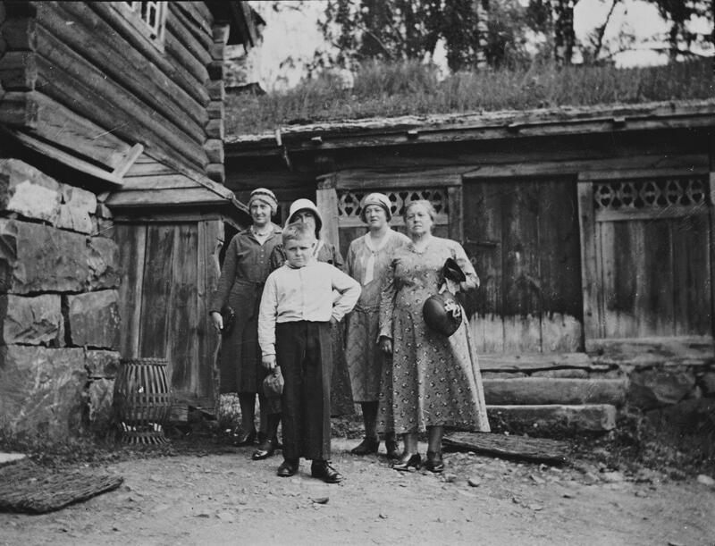 Tur til Maihaugen, ca 1932. Foto: Per Bjørnstad/Mjøsmuseet. (Foto/Photo)