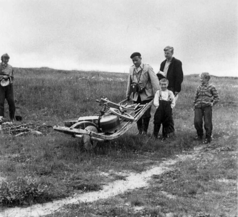 Asbjørn Nesheim og Kjell Borgen på feltarbeid i Finnmark i 1952. (Foto/Photo)