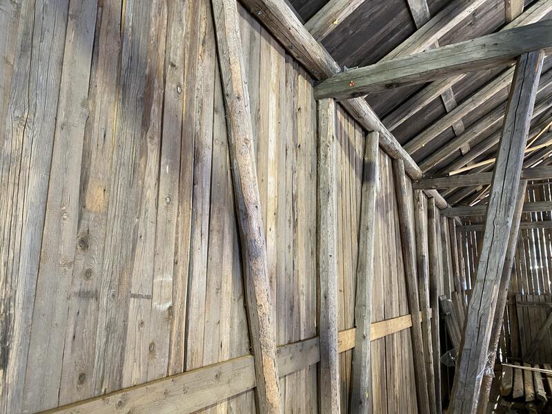 Vegg i Taraldrud-låven viser bindingsverkkonstruksjon. (Foto/Photo)
