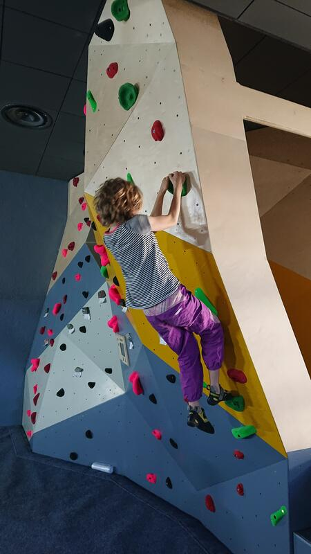 Jente som klatrer (Foto/Photo)