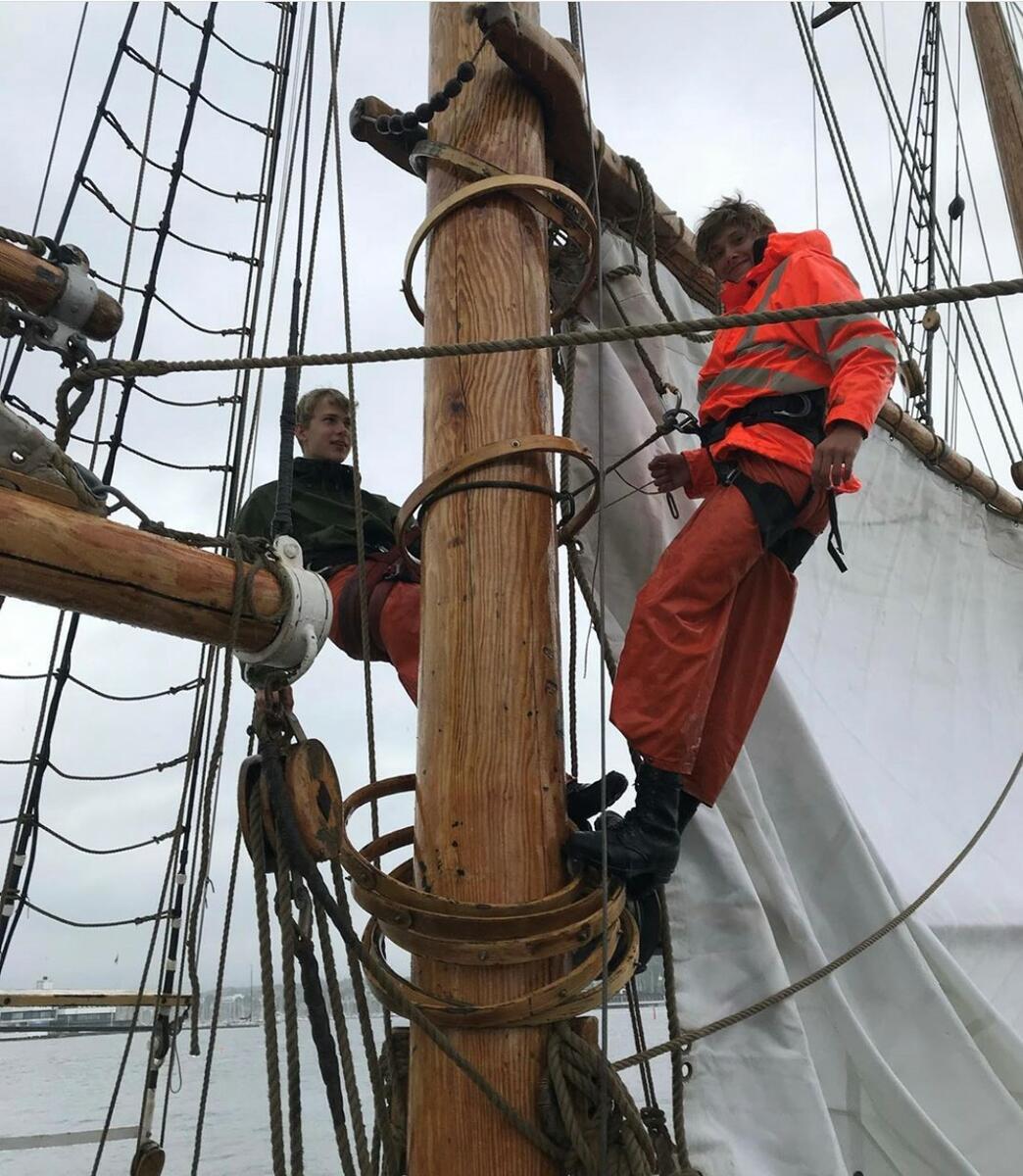 Gutter i masta på Svanen (Foto/Photo)