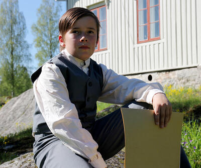 Oskar Nilsen spiller rollen som den unge Edvard Munch på besøk i Løten sommern 1875.. Foto/Photo