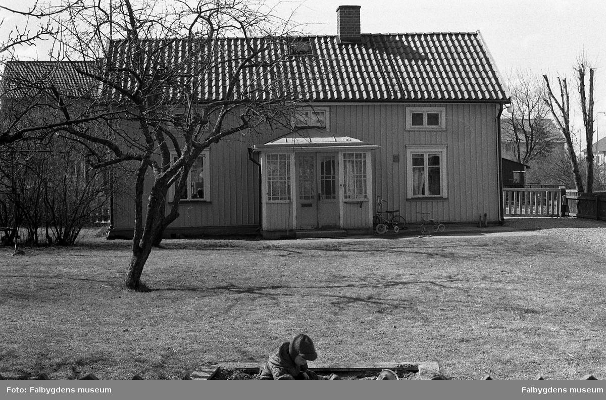 Byggnadsinventering 1972. Plåtslagaren 4. Bostadshus från NO.