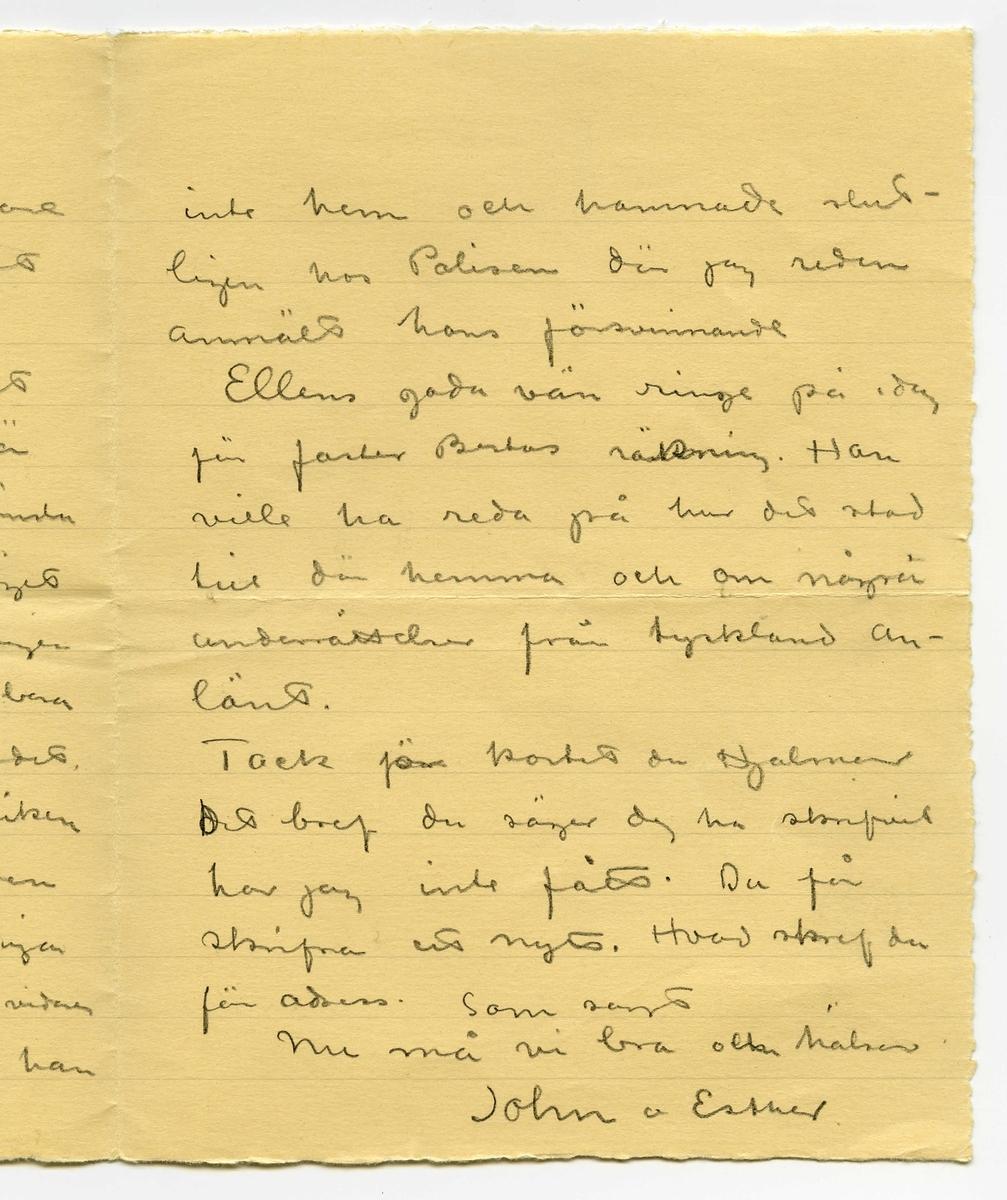 Brev 1914-10-09 från John Bauer och Ester Bauer till Emma, Joseph och Hjalmar Bauer, bestående av tre sidor skrivna på fram- och baksidan av ett vikt pappersark. Huvudsaklig skrift handskriven med blyerts. Handstilen tyder på John Bauer som avsändare.  . BREVAVSKRIFT: . [Sida 1] Stockholm 9 okt 1914 Snälla Mamma och Pappa och Hjalmar. Hade i dag ett bref från Ernst där han skref att mamma varit sjuk - men okså att mamma nu är bättre - som  väl är. - Esther fick i  dag stiga upp och fara hem Hon känner sig kry och allt tycks vara godt och väl. Vi komma nog att få det rart och bra i vår våning när den ändtligen blir färdig. . [Sida 2] - men långsammare målare än dessa har jag svårt  att tänka mig. Vi tycka det är skönt att vara i stan. Det är en betydligt lugnare känsla än på Brevik. - och läget på vårt hus är sannerligen ej att klaga på. Vi ha bara ett par minuter till gärdet, Götaparken och Brunnsviken Pojken låg andra natten här i stan i finkan. Pigan släppte ut honom utan vidare på morgonen. Sen hittade han . [Sida 3] inte hem och hamnade slut- ligen hos Polisen där jag redan anmält hans försvinnande Ellens goda vän ringde på idag för faster Bertas räkning. Han ville ha reda på hur det stod till där hemma och om några underrättelser från tyskland an- länt. Tack för kortet du Hjalmar Det bref du säger dej ha skrifvit har jag inte fått. Du får skrifva ett nytt. Hvad skref du för adress. Som sagt Nu må vi bra och hälsar John o Esther