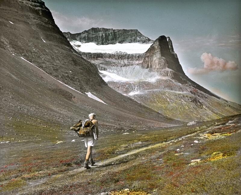 En mann på vandring i fjellet. Foto: Gunnar Raabe/Gudbrandsdalsmusea. (Foto/Photo)