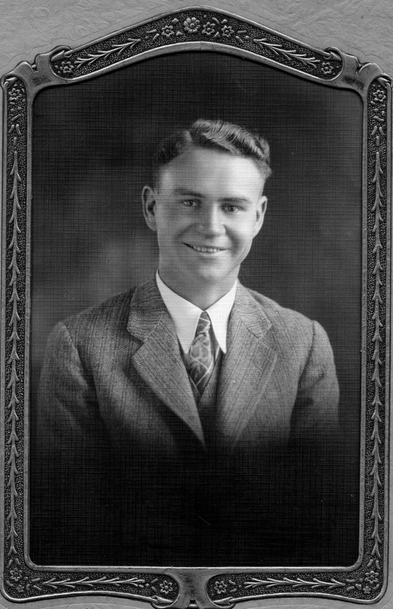Siggebohyttans bergsmansgård.  Rolf Andersson (född 6 februari 1906 - ), Karl Axel Anderssons son.