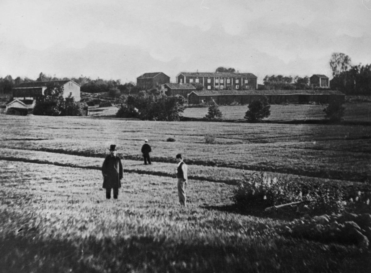Siggebohyttans bergsmansgård, frå norr.  Bilden tagen på 1860-talet.