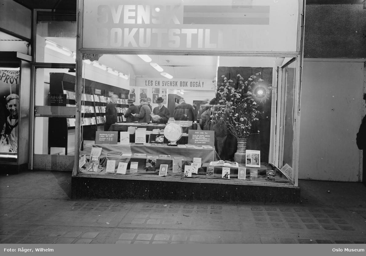 bokhandel Wennergreen-Cappelen, utstillingsvindu, svensk bokutstilling, kunder