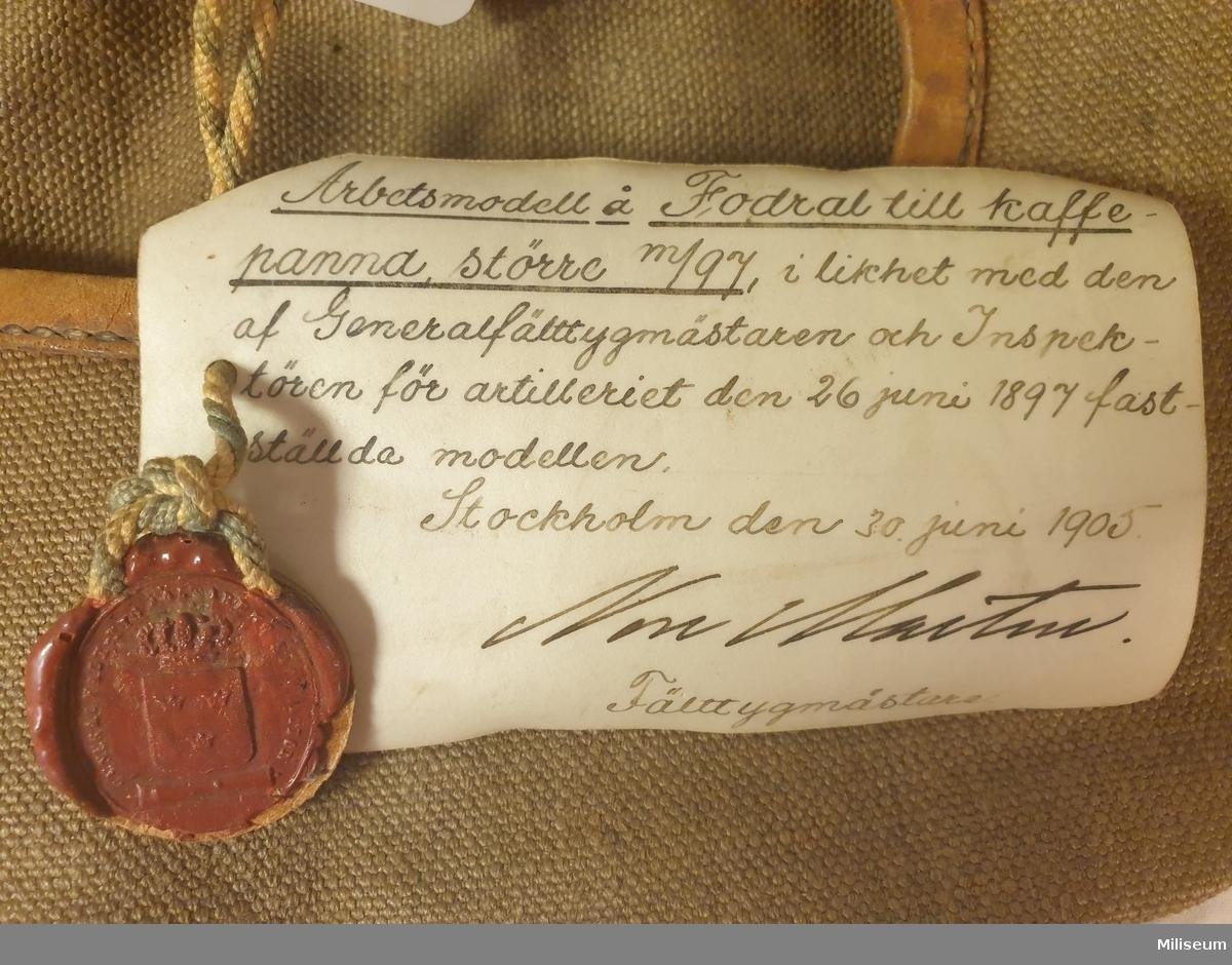 Fodral av smärting, med sigillförsedd provexemplarsetikett från 1905.