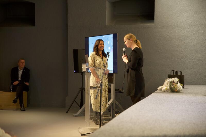 Prosjektleder Ida Anderson Notvik gir ordet til koordinator Mariella Sølberg Yakubu (Foto/Photo)