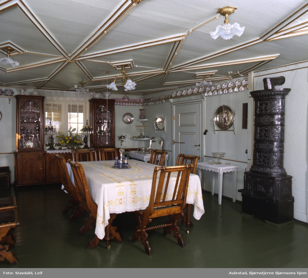 DOK:1991, Aulestad, interiør, spisestue, bord, stol, ovn,