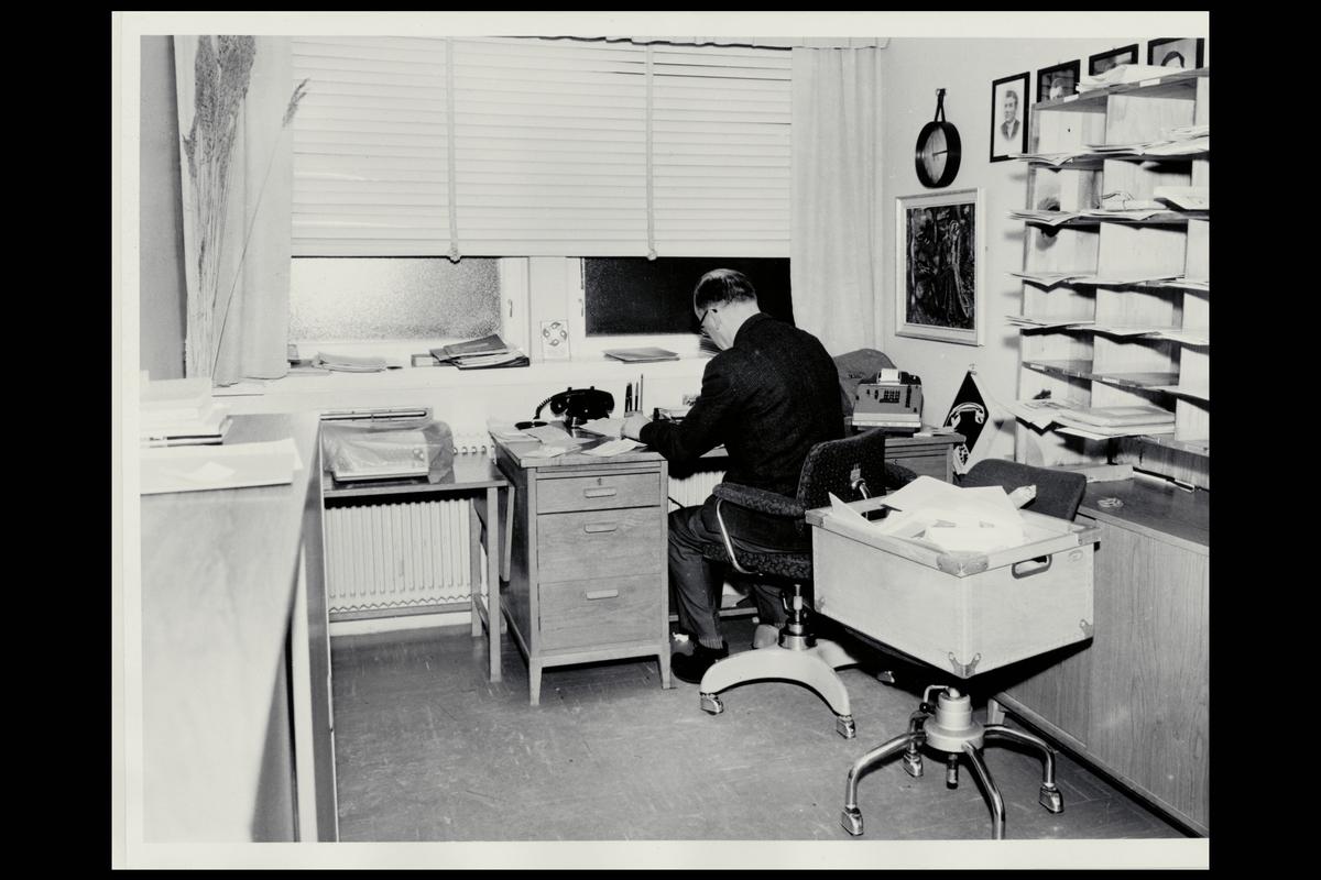 interiør, postkontor, 7650 Verdal, kontor, postmester, regnemaskin