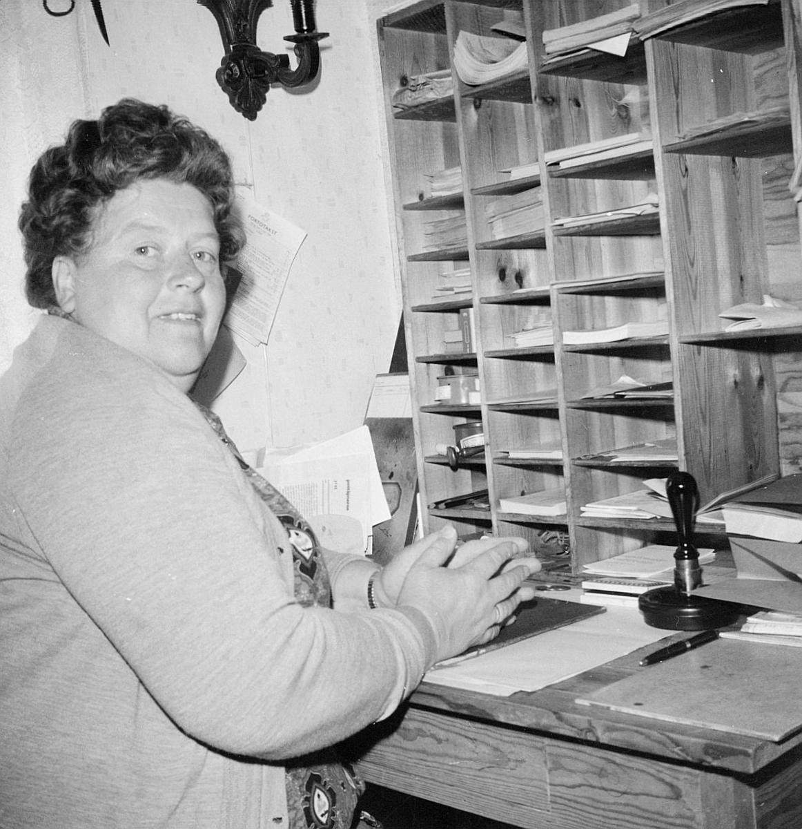 postbehandling, sortering, pakking, dame