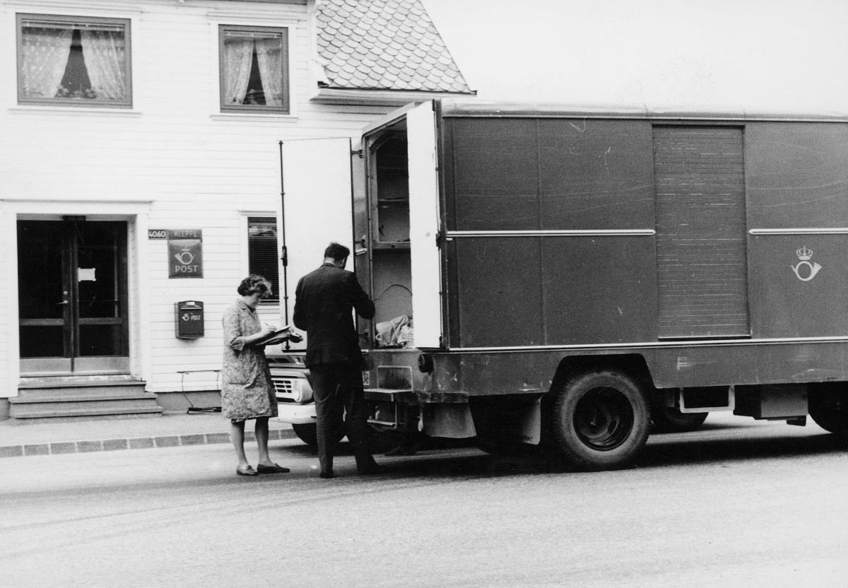transport, bil, Kleppe, lastebil, innelukket, postkontor, postkasse, postskilt, lasting, lossing, mann, kvinne