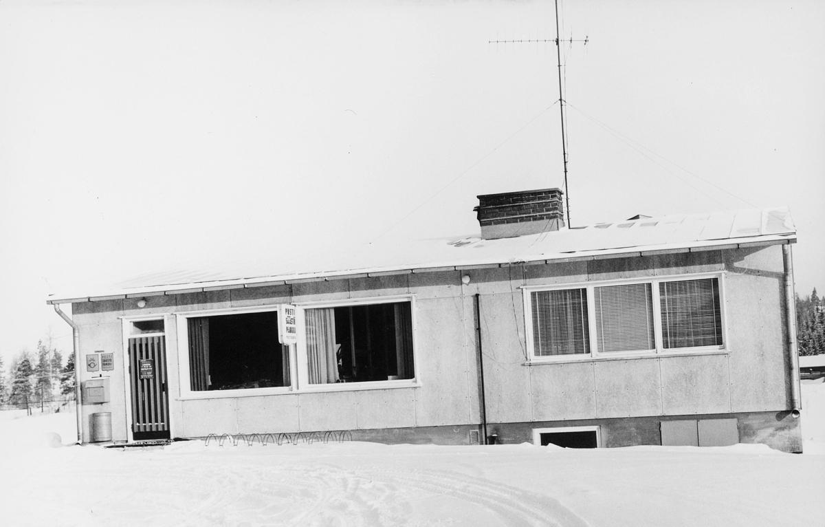 postkasser, utland, Finland, Suomusjärvi, 1965, postskilt, snø på bakken, eksteriør