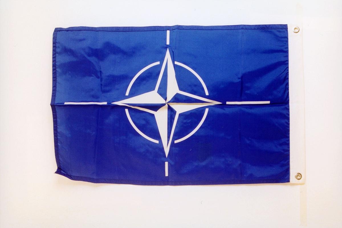 postmuseet, gjenstander, flagg, NATO-flagg