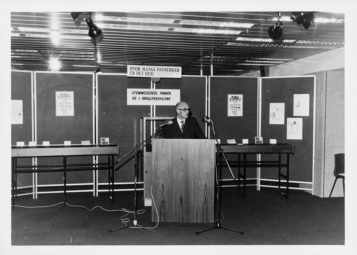 markedsseksjonen, verdenspostforeningen 100 år, filateli, mann holder tale