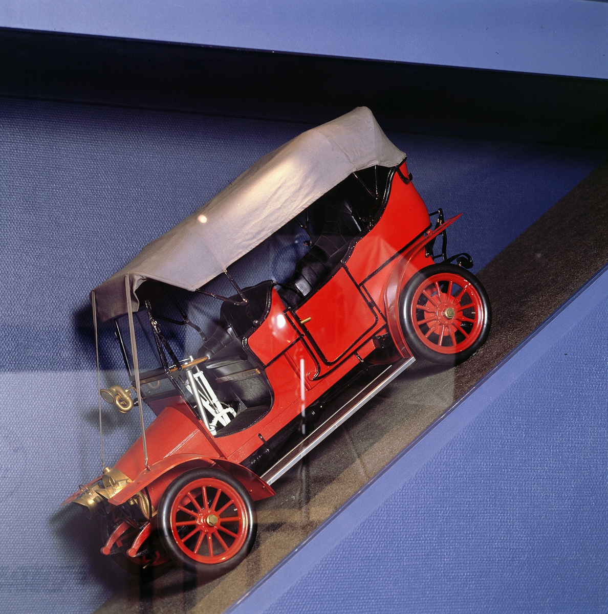 postmuseet, Kirkegata 20, utstilling, lastebilmodell
