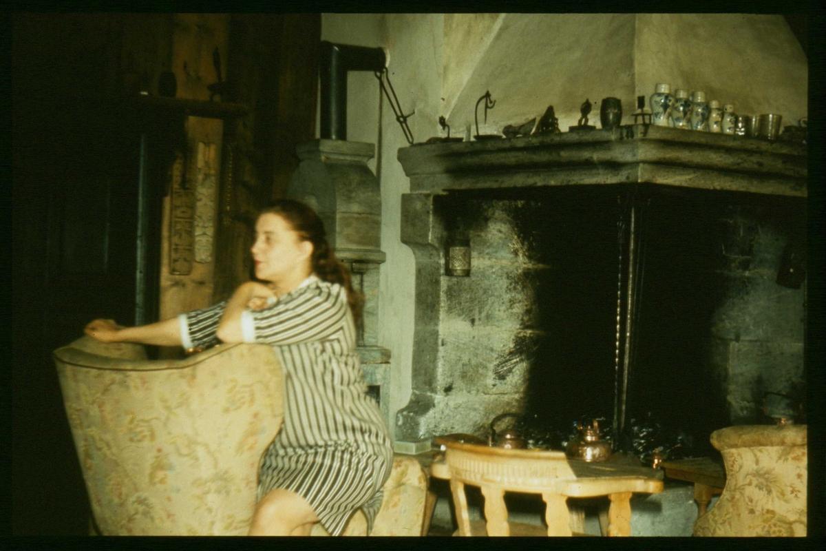Peisestue, interiør, kvinne