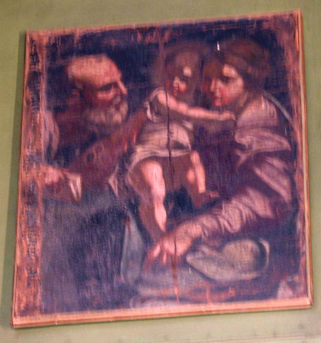 Den hellige familie; tilh. Maria sittende, ansikt i venstreprof., barnet står på fanget; kroppen vendt framover, hodet i høyreprof.; Josef m.hvitt skjegg tilv.