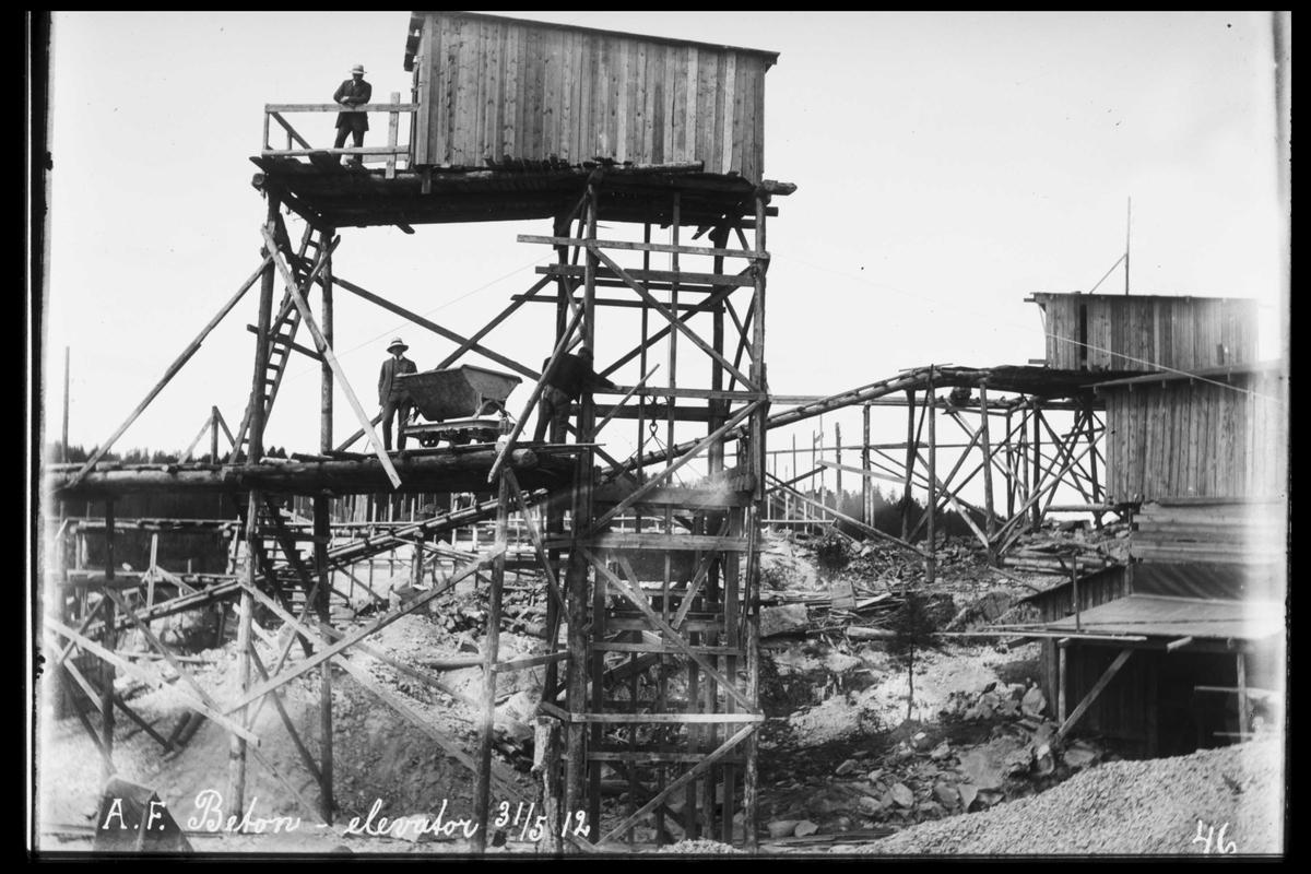 Arendal Fossekompani i begynnelsen av 1900-tallet CD merket 0469, Bilde: 8 Sted: Bøylefoss Beskrivelse: Betongelevator